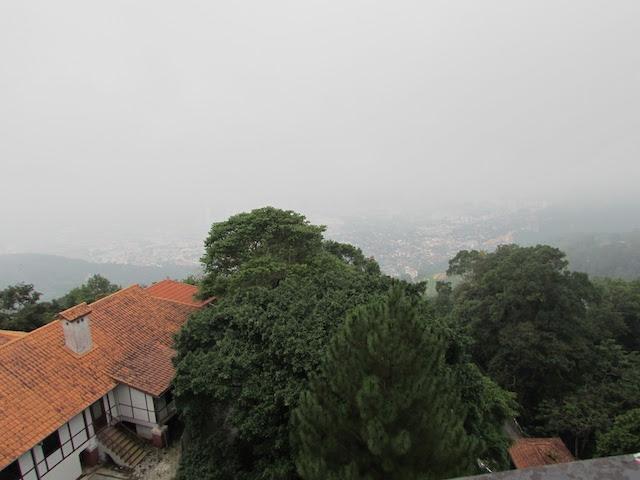 霧のむこうにペナン島を見下ろす