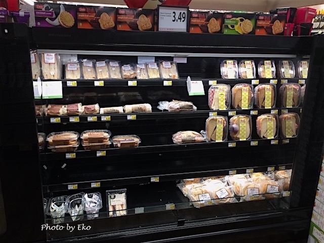 普通のドラッグストアではあまり見かけないサンドイッチ類