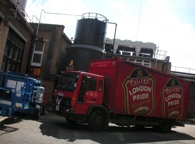 ビール出荷用の大型トラック