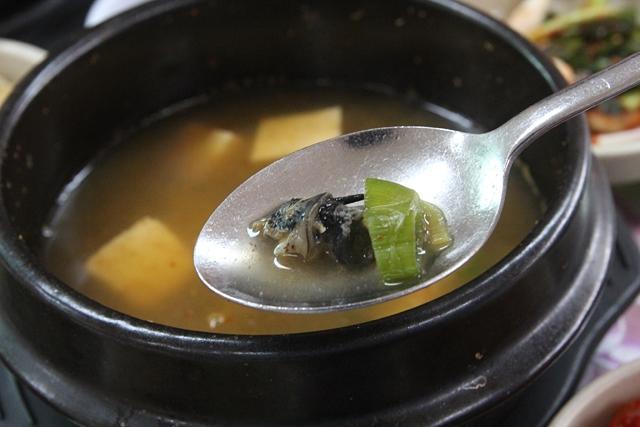 テンジャンチゲ(味噌チゲ)に具として入っているタニシ