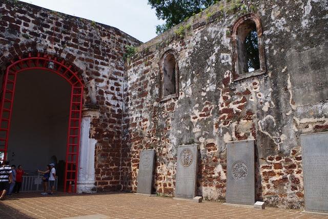 今は壁を残すのみとなったマラッカのセントポール教会