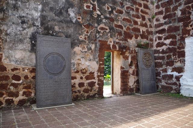 セントポール教会の中には数々の石碑が