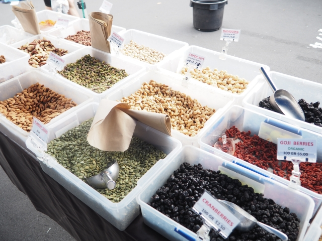 中東料理には欠かせない、ナッツ類も豊富