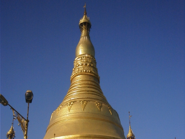 シュエダゴン・パゴダの中央の仏塔の上部