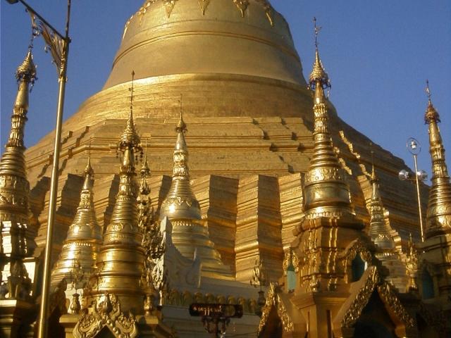 シュエダゴン・パゴダの中央の仏塔の下部