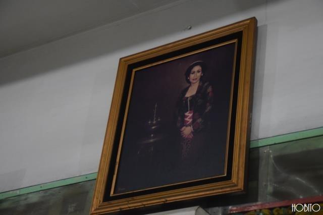 店内の至る所に肖像画が
