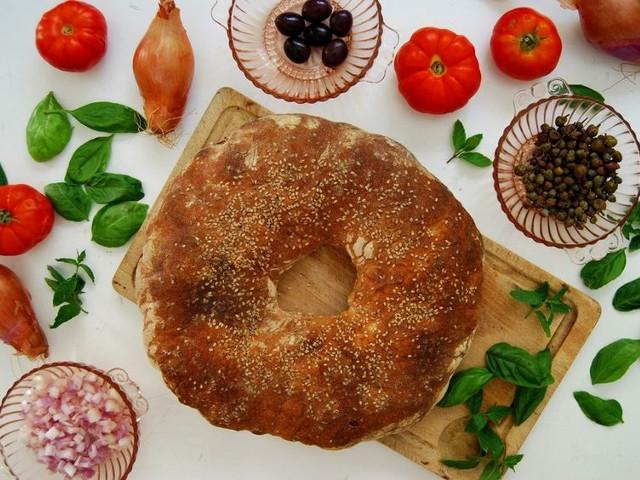 マルタの堅くて丸いパン