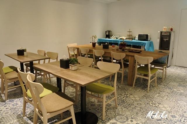 朝食会場兼共有スペース