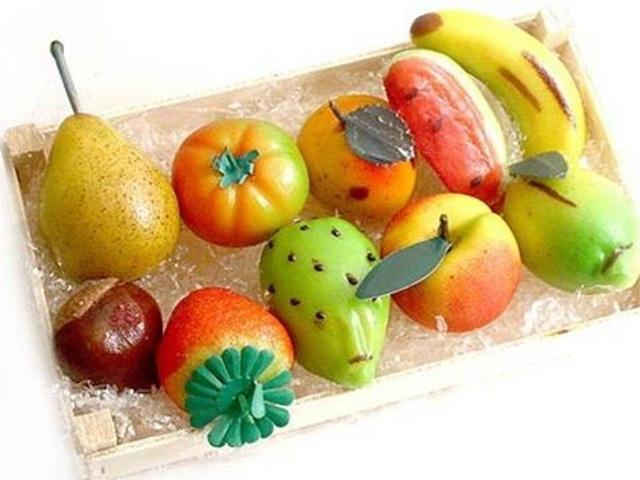 色鮮やかな果物の菓子