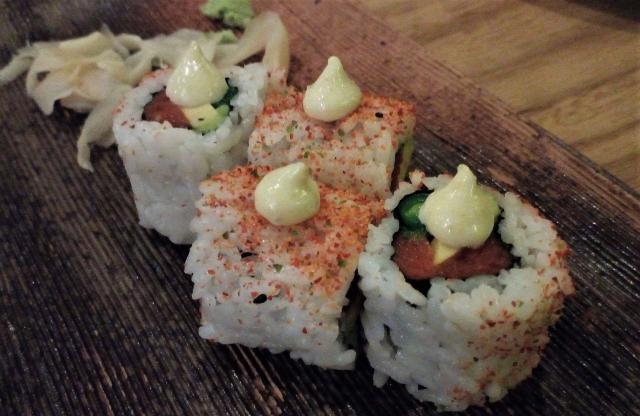 ピリ辛でまろやかな味わいがクセになるお寿司