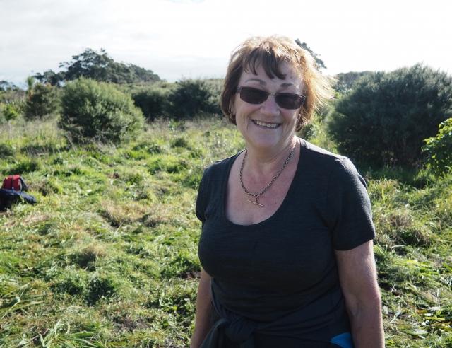 モツイへ島の植林作業についてお話してくれたジャッキーさん