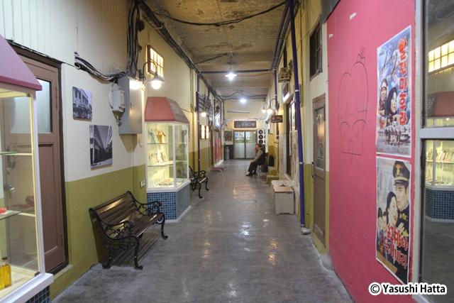 原州迷路芸術市場の2階。全体をレトロ風のコンセプトでまとめる