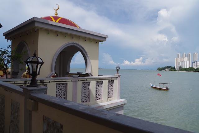 ペナン島タンジュンブンガの水上モスク