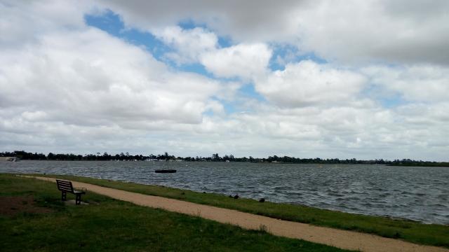 街の中心から歩いて行けるウェンドウリ―湖