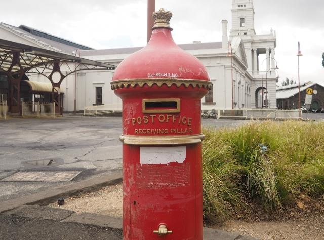 現在も使用されている、レトロな郵便ポスト
