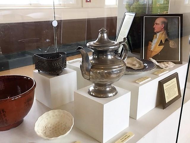 ランカスター駅のピューター、ブリキ製の伝統工芸の展示品