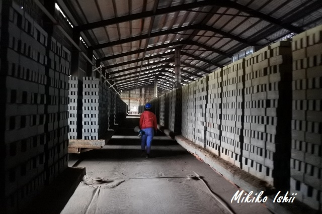 工場内のガイドツアー