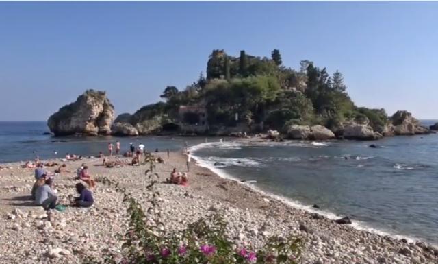 イゾラ ベッラのビーチ