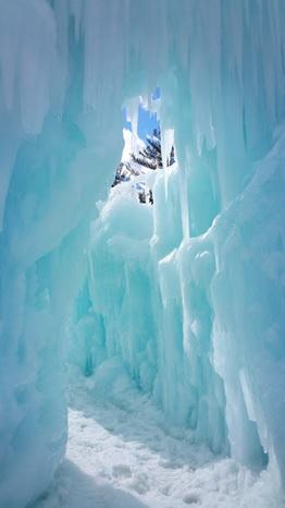 入口から続く氷の回廊