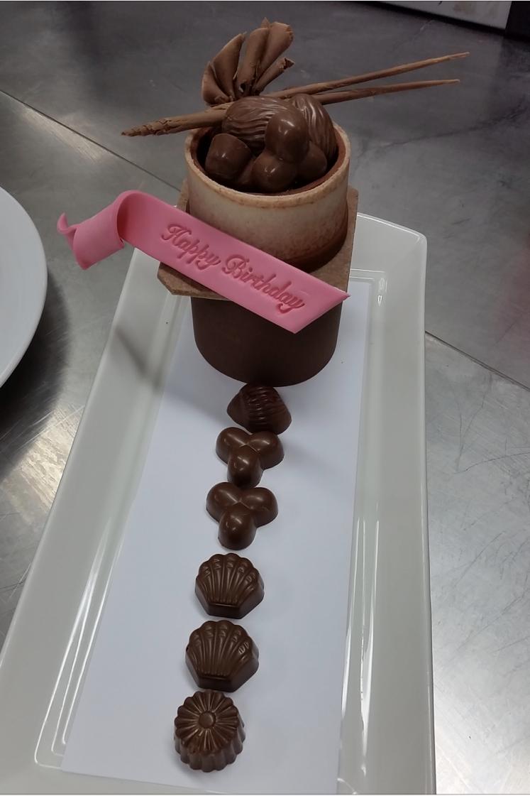 チョコレートとマジパンで出来た作品。