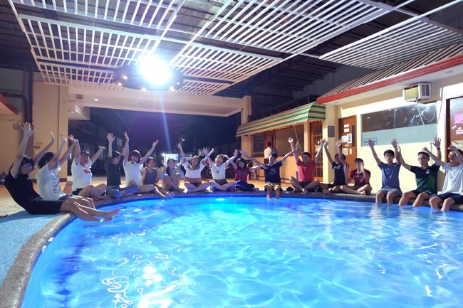ZAのプール