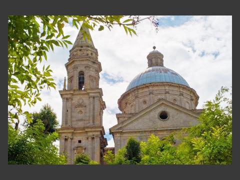 旧市街のルネサンス時代の特徴を色濃く残した街並みが見所です。