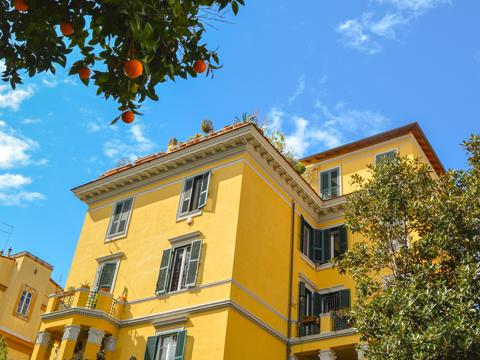 アールヌーボー様式の学校外観~エレガントで利便性の高いイタリア人の生活圏