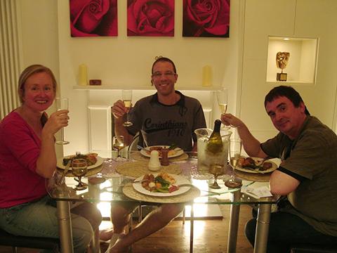 ホストファミリーとの夕食な時間も会話上達の良いチャンスです。