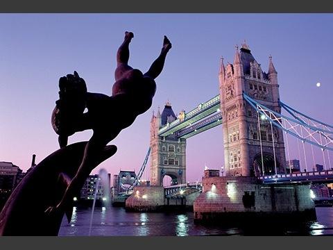 タワーブリッジ始めロンドンには一度は訪れたい場所が多くあります。