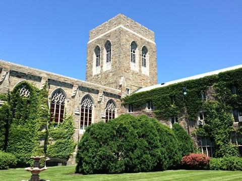 ELSシカゴ。ドミニカン大学、プライオリティキャンパスと中庭。