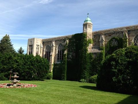 ELSシカゴ。ドミニカン大学、中庭。